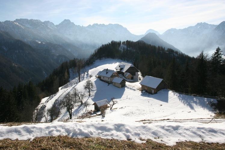 mountains_snow_houses
